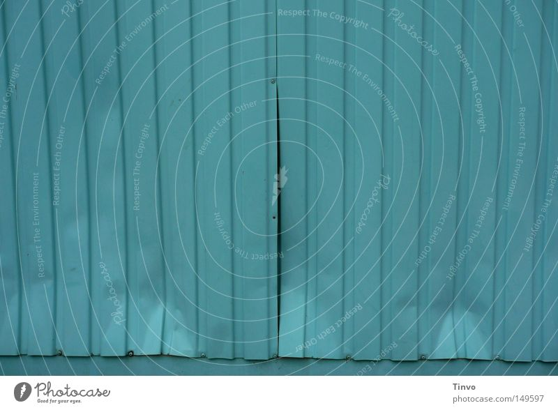 Schulcontainer Wand Linie Metall leer kaputt Bildung Wut türkis Schüler Lastwagen Vorhang Zerstörung Container vertikal Behälter u. Gefäße Blech