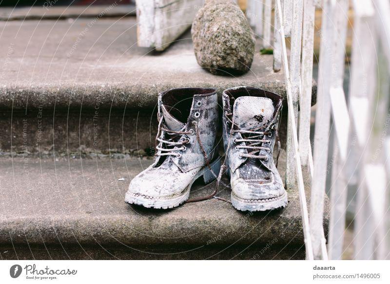 vergessene Stiefel Lifestyle Stil Design Freude Leben harmonisch Freizeit & Hobby Spielen Abenteuer Freiheit Sightseeing Expedition Treppe Stein Schuhe