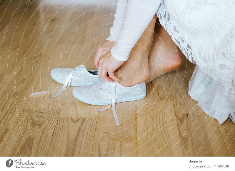 Braut Turnschuhe Lifestyle elegant Stil Freude Freizeit & Hobby Abenteuer Freiheit Wohnung Raum Hochzeit feminin Junge Frau Jugendliche Hand Beine Fuß Schuhe