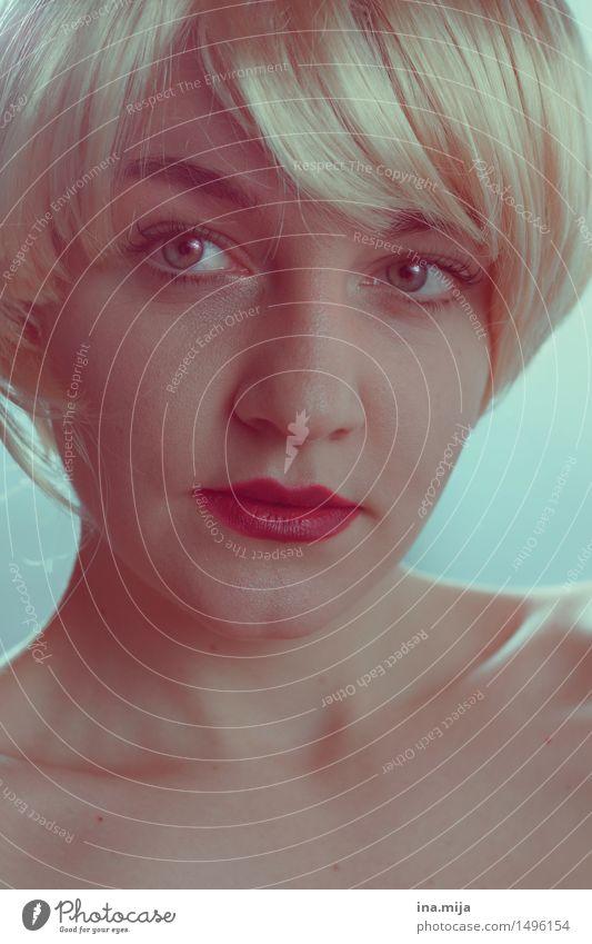 _ Mensch feminin Junge Frau Jugendliche Erwachsene Leben Haare & Frisuren Gesicht 1 18-30 Jahre 30-45 Jahre blond kurzhaarig Perücke Pony ästhetisch authentisch