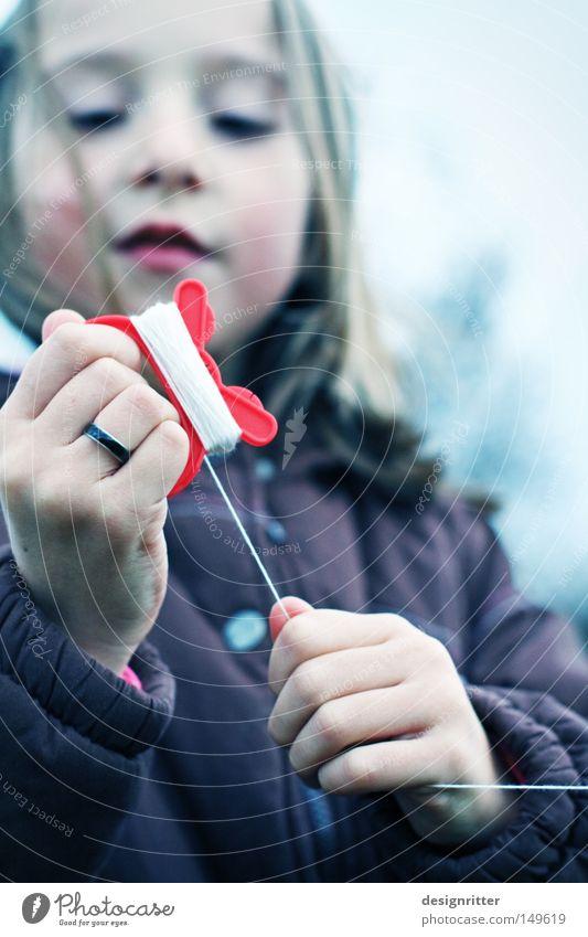 … 298 … 299 … 300 Kind Natur Mädchen Freude Wolken Leben dunkel kalt Herbst Spielen Freiheit Kraft Wind Wetter Umwelt fliegen