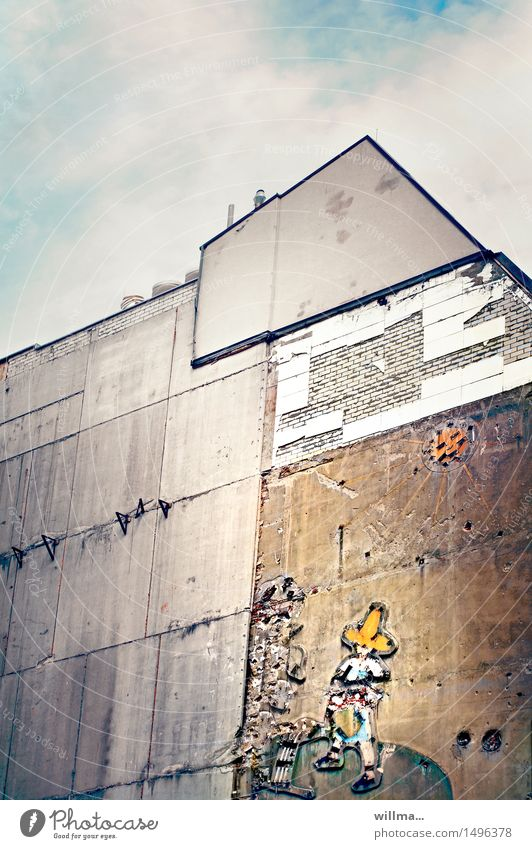 tragik-comic | das déjà-vu :-) Stadt Sonne Haus Wand Vergänglichkeit kaputt historisch Verfall Werbung DDR Nostalgie Leipzig Sanieren Gärtner Leuchtreklame