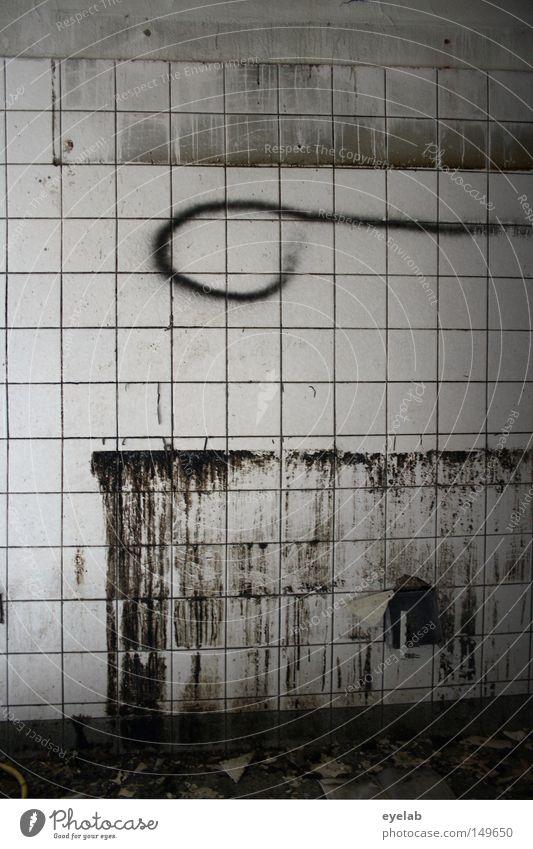 Küchenrestschleife alt weiß schwarz Einsamkeit Wand grau dreckig Fassade leer kaputt Küche Vergänglichkeit verfallen Müll Gastronomie Fliesen u. Kacheln