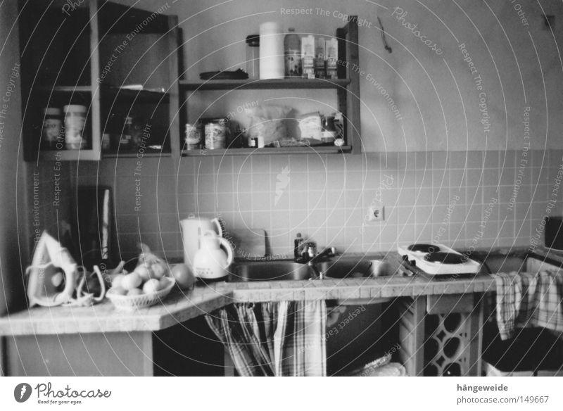 Küche rustikal dunkel neu Umzug (Wohnungswechsel) schäbig Waage fließen Renovieren Wasserwaage Grauwert Bügeleisen
