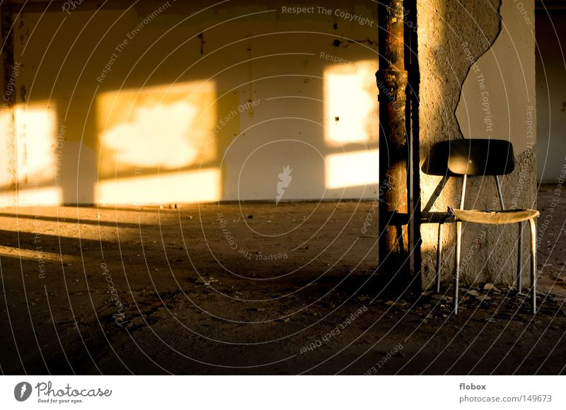Einfachheit III alt Sonne Sommer Haus Einsamkeit Herbst Gebäude Wärme Linie Beleuchtung dreckig Erde leer Industrie Platz retro