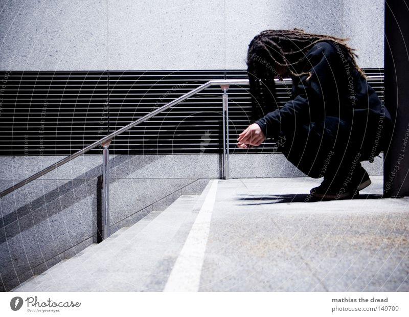 BLN 08 | THE DARK SIDE OF LIFE hocken Trauer Müdigkeit Einsamkeit knien Verzweiflung Kraft leer fertig blau Alkoholisiert unfähig Treppe Leiter aufsteigen