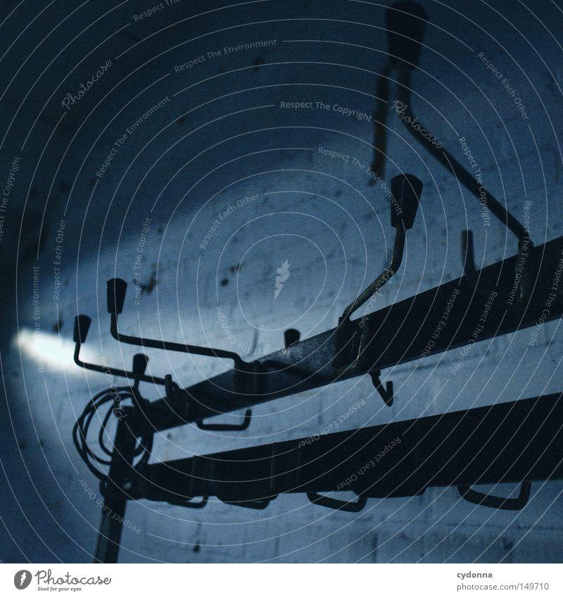 Aufhänger alt Sonne blau Einsamkeit Farbe dunkel Wand Gefühle Fenster Gebäude Raum Beleuchtung Hintergrundbild geschlossen kaputt Spuren