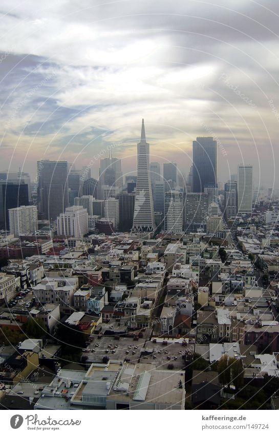 San Francisco Himmel Stadt Haus Wolken Herbst Hochhaus USA Aussicht Amerika Stadtzentrum Stars and Stripes Kalifornien Oktober Smog Zoomeffekt