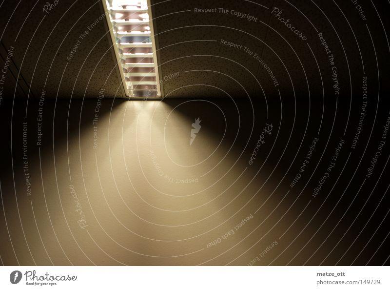 shining lamp Lampe Licht hell dunkel Decke Wand Elektrizität Industrie Stromsparen