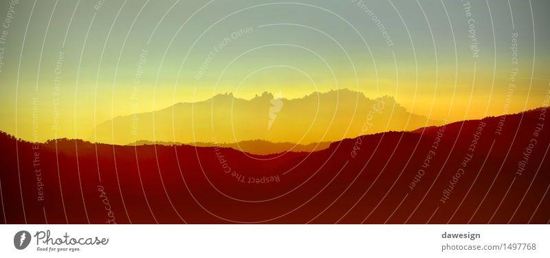 Panorama von Montserrat-Bergen Himmel Natur Ferien & Urlaub & Reisen schön Sommer Baum rot Landschaft Wolken Berge u. Gebirge gelb Wärme Herbst natürlich Felsen