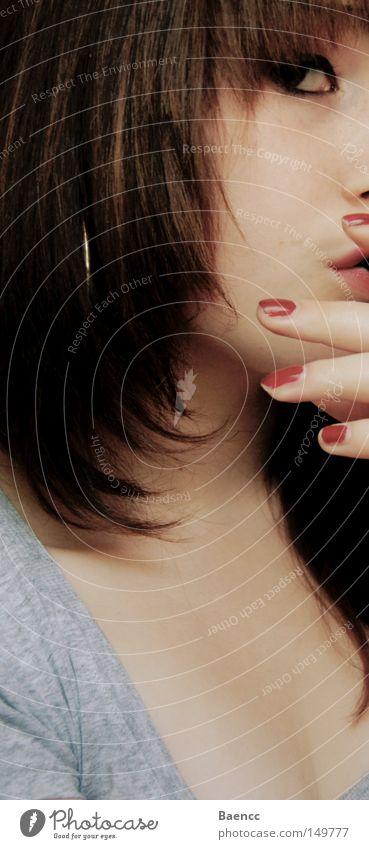 chique Hand schön rot grau Haut Lippen Nagel