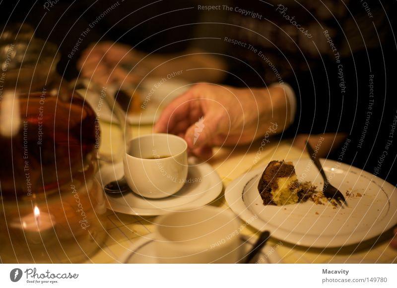 Zyankali alt Hand ruhig Wärme sprechen Senior Essen Feste & Feiern braun Zufriedenheit Häusliches Leben Freizeit & Hobby elegant Glas Geburtstag ästhetisch