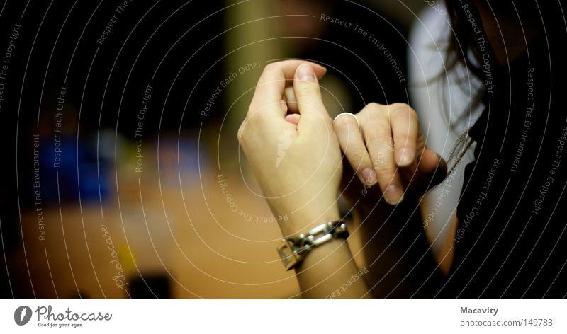 händeringend schön Hand feminin Haare & Frisuren Denken Uhr elegant Erfolg warten Finger Macht berühren Zukunftsangst Schmuck Sitzung Reichtum
