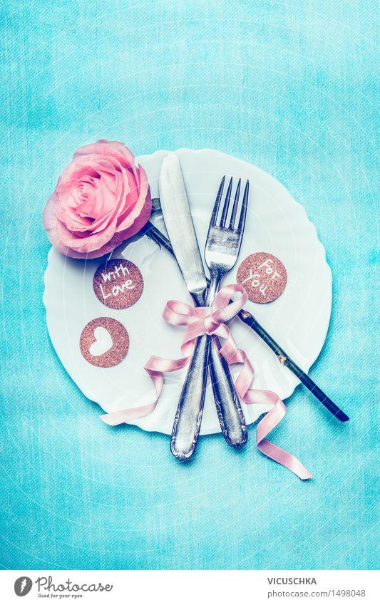 romantisches Tischgedeck mit Rosa und Herz Festessen Geschirr Teller Besteck Messer Gabel Stil Design Innenarchitektur Dekoration & Verzierung Veranstaltung