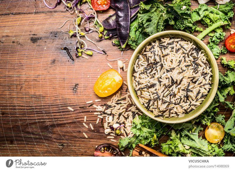 Wildreis mit Kohl und Gemüse Zutaten für gesundes Kochen Gesunde Ernährung Leben Foodfotografie Stil Hintergrundbild Lebensmittel Design Tisch