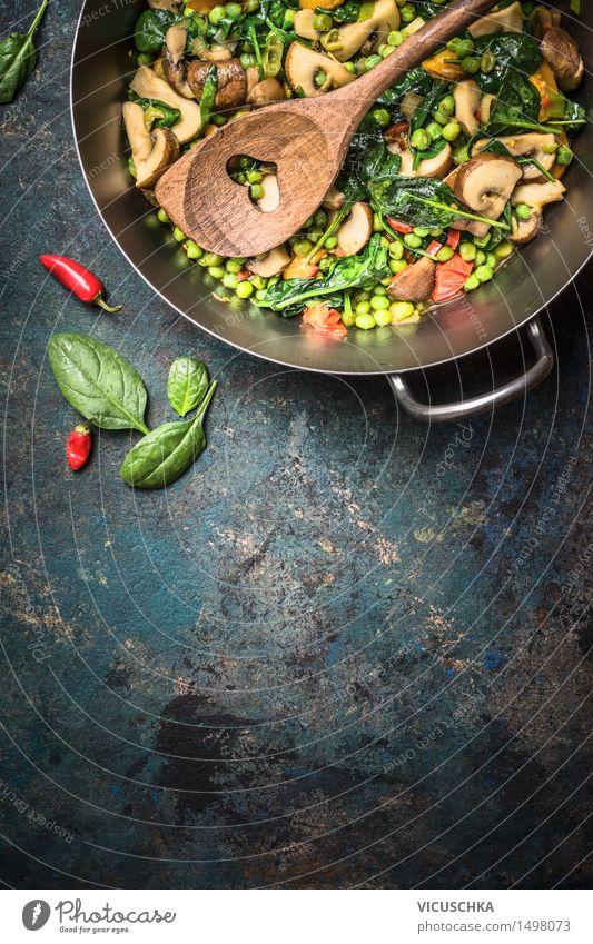 Gemüse im Topf mit Holzlöffel Lebensmittel Getreide Ernährung Mittagessen Abendessen Festessen Bioprodukte Vegetarische Ernährung Diät Lifestyle