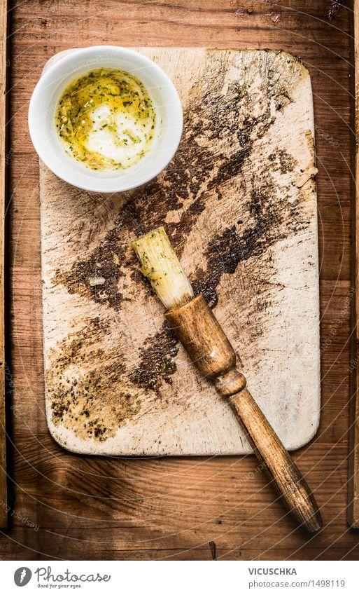 Öl Marinade und Pinsel Stil Lebensmittel Design Ernährung Tisch Kräuter & Gewürze Küche Grillen Gerät Schalen & Schüsseln Abendessen Holztisch Grill Schneidebrett Pinsel Öl