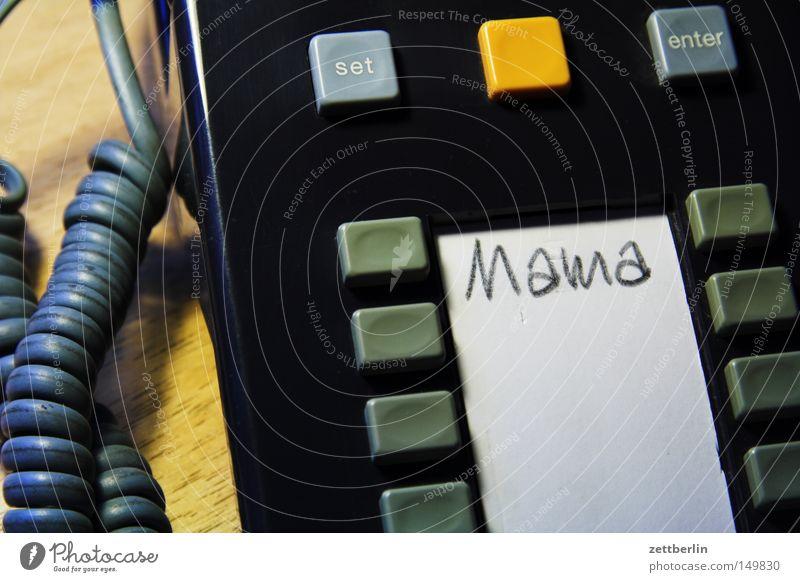 Mama frei Telefon Hilfsbereitschaft Mutter Technik & Technologie Kommunizieren weich Telekommunikation Häusliches Leben Tastatur Umzug (Wohnungswechsel) Eltern