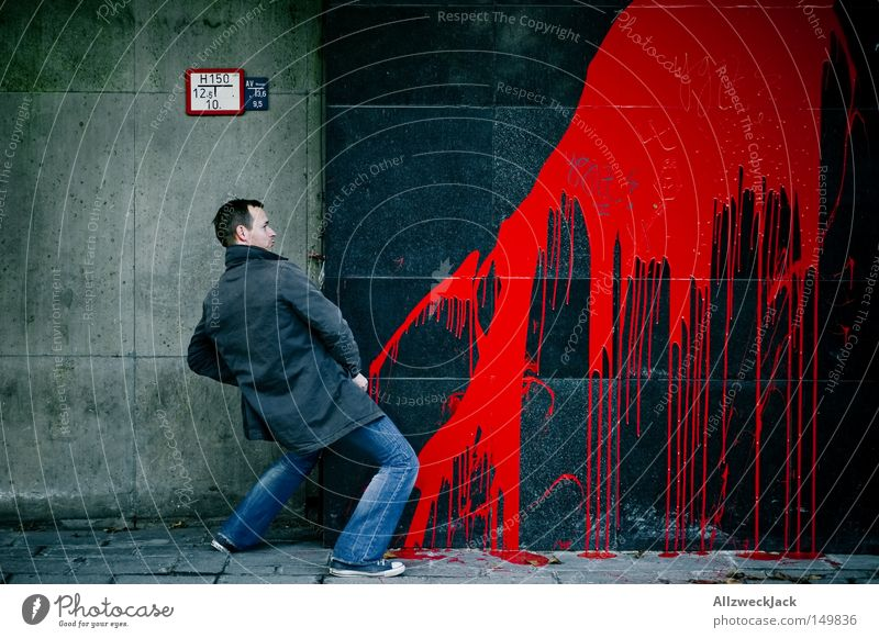 Der Pinkelprinz Mann rot Farbe Graffiti Wand Fassade Mensch Fleck Blut Kunst urinieren Querformat Wandmalereien Urin Vandalismus kennzeichnen
