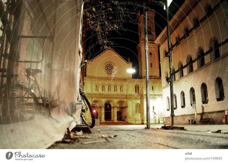 nachts unterwegs Stadt ruhig Einsamkeit Straße Fahrrad Beleuchtung Studium München Weitwinkel Verkehrswege Bayern Baugerüst Gotteshäuser beruhigend Schwabing