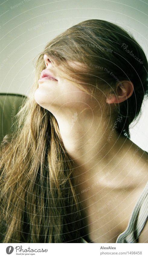 klare sicht Jugendliche schön Junge Frau Erholung Erotik Freude 18-30 Jahre Erwachsene Leben natürlich Stil Glück Lifestyle Haare & Frisuren Kopf träumen