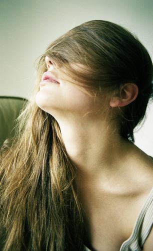 klare sicht Lifestyle Stil schön Haare & Frisuren Leben Wohlgefühl Erholung Junge Frau Jugendliche Kopf Dekolleté 18-30 Jahre Erwachsene Unterwäsche brünett