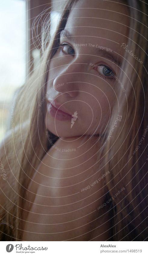 ganz da Jugendliche schön Junge Frau Erotik 18-30 Jahre Gesicht Erwachsene Gefühle natürlich außergewöhnlich ästhetisch beobachten Freundlichkeit Wohlgefühl