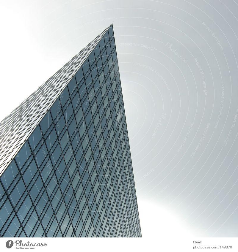 future now Himmel blau Stadt Fenster grau Architektur Glas Hochhaus hoch Fassade Perspektive modern Ecke Zukunft Bankgebäude
