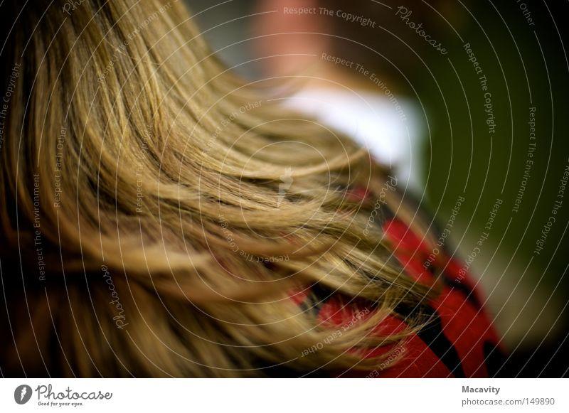 Und dann ging sie.. Farbfoto Schwache Tiefenschärfe Rückansicht schön Haare & Frisuren Ferne Friseur feminin Kopf brünett langhaarig drehen ästhetisch