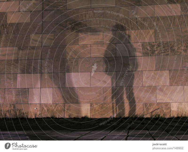 BLN08_Schattendasein an der Spree Mensch Mann Einsamkeit dunkel kalt Erwachsene Beleuchtung Haare & Frisuren hell Paar Angst stehen Arme Perspektive gefährlich