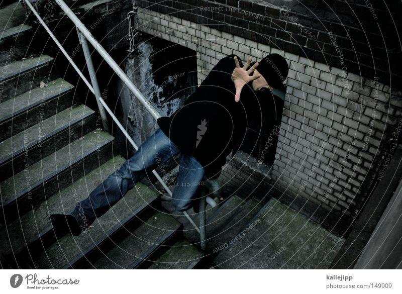 ballance is everything Mensch Mann Hand Angst Treppe gefährlich bedrohlich fallen stoppen festhalten Vertrauen fangen Mütze schreien Sturz Treppengeländer