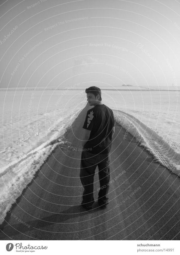 Schuchi VIII Winter Porträt Mann Schwarzweißfoto Schnee