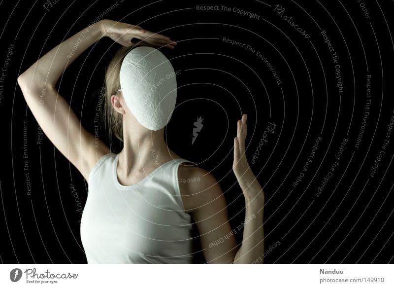 selbstbezogen Frau Mensch weiß Einsamkeit Kopf Tanzen Erwachsene Arme Tanzveranstaltung Körperhaltung Maske geheimnisvoll verstecken skurril Schulter anonym
