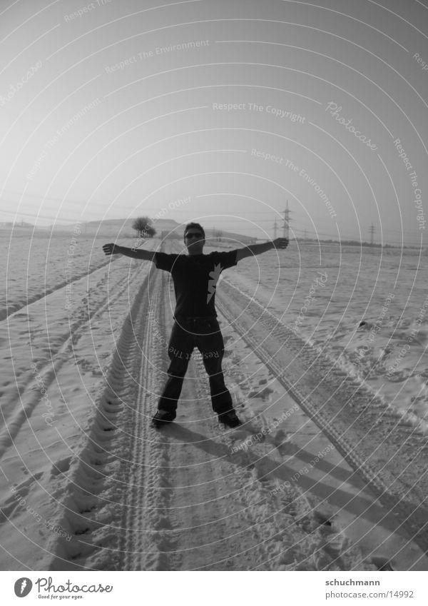 Schuchi VII Winter Mann Schwarzweißfoto Schnee