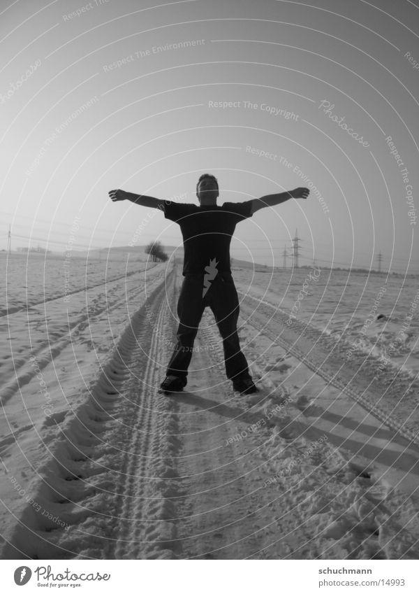 Schuchi VI Winter Mann Schwarzweißfoto Schnee