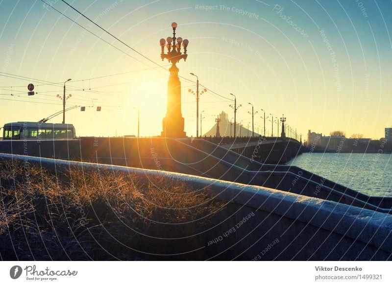 Die Strahlen der Sonne durch die Straßenlampe auf der Brücke schön Ferien & Urlaub & Reisen Ausflug Winter Lampe Geldinstitut Natur Landschaft Himmel Herbst