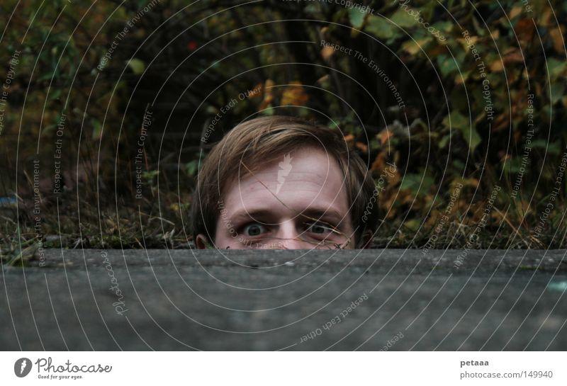 [H08.2] Da tut sich was im Untergrund... Mann Straße Kopf Angst gefährlich Sträucher verstecken Loch Panik Schüchternheit Hannover Versteck Bergbau verschwunden