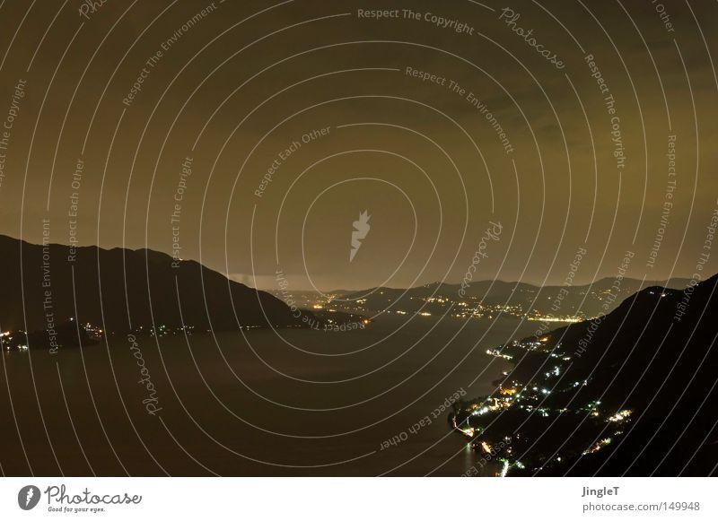 die Ruhe vor dem Sturm Nacht dunkel trüb schlechtes Wetter Wolken See Berge u. Gebirge Wasser Baum Felsen Stein Bergdorf Dorf Natur Licht Belichtung Aussicht