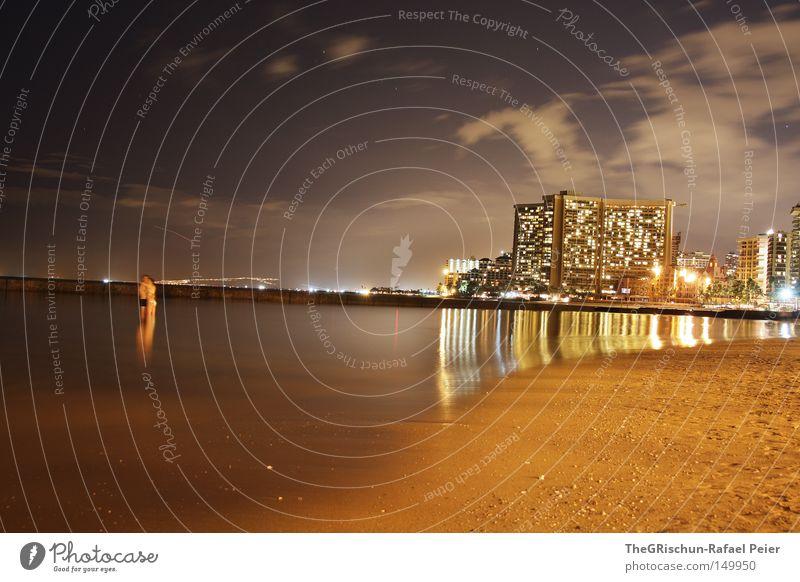 Waikiki by Night Hawaii Ferien & Urlaub & Reisen Hotel Haus Licht Sand Strand Meer hell Abend Stimmung dunkel Wolken Flugzeug Wasser Reflexion & Spiegelung USA