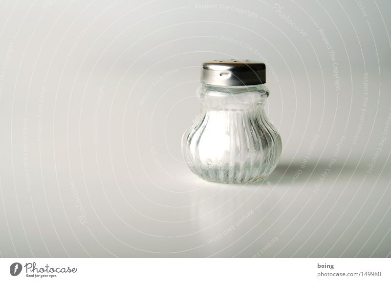 Salz weiß Ernährung Kräuter & Gewürze Scharfer Geschmack Kochsalz Objektfotografie salzig Mineralsalz Würzig Salzstreuer Foodfotografie halbvoll