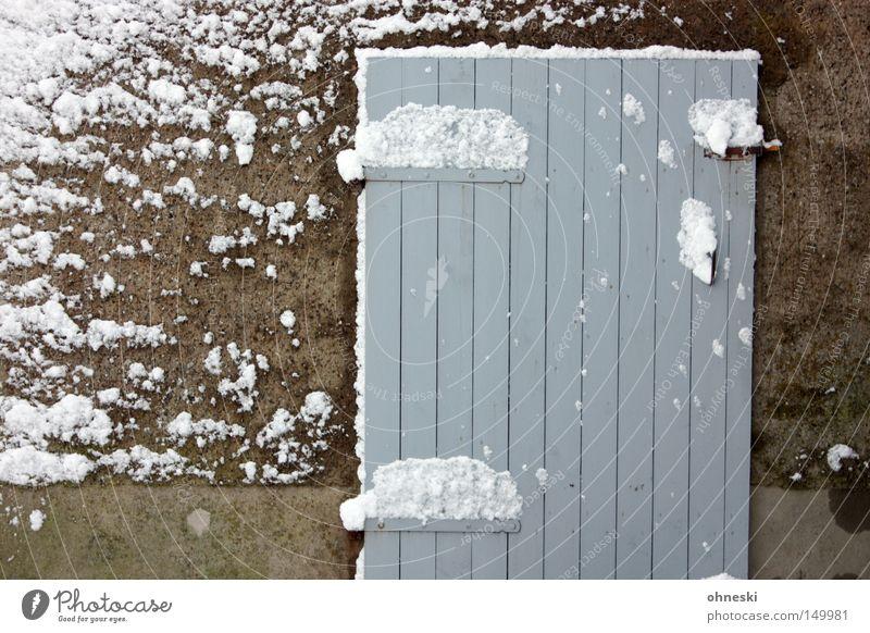 Schnee, der vor den Schuppen meiner Eltern fällt Winter Tür Holz weiß Schneewehe Neuschnee November geschlossen Schneeflocke Flocke Scharnier abgeriegelt