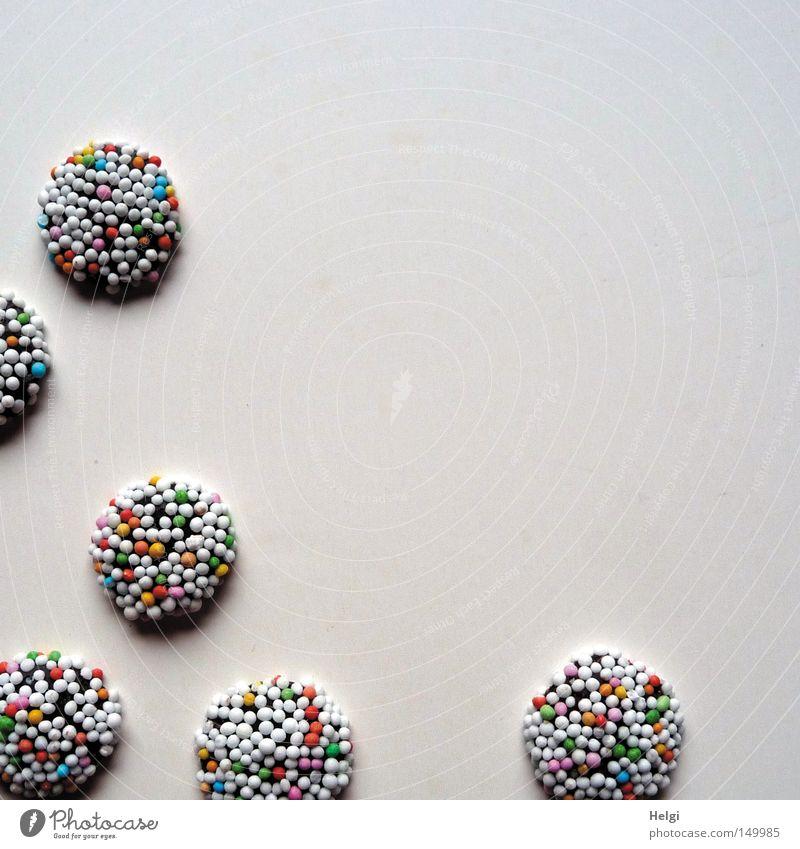 Süßes zum Advent... blau Weihnachten & Advent grün weiß rot braun liegen Dekoration & Verzierung Ernährung genießen süß rund lecker Süßwaren Kugel Schokolade