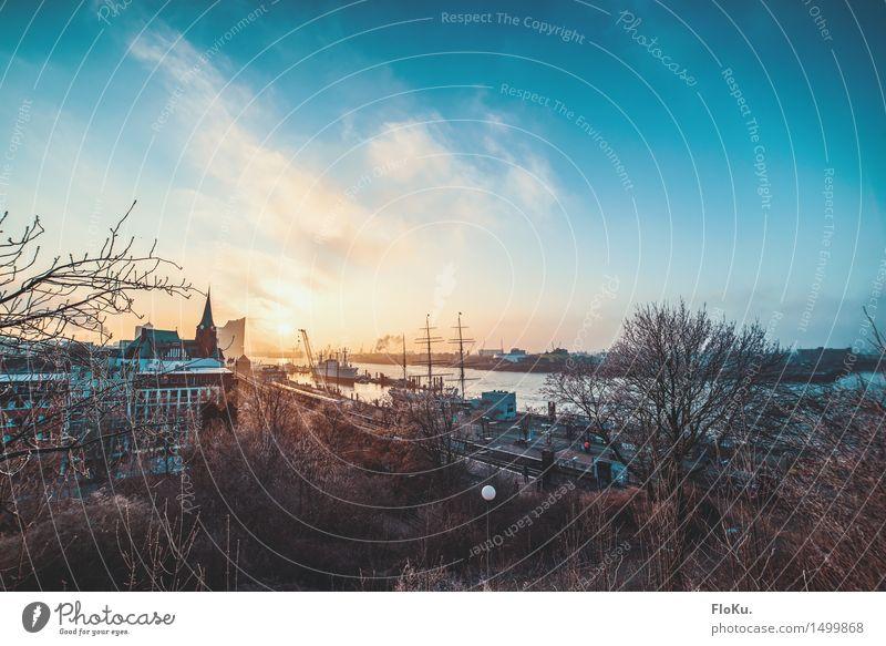 Moin, moin! Himmel Stadt blau gelb Wärme Stimmung Tourismus Verkehr Ausflug Schönes Wetter Hamburg Fluss Hafen Flussufer Stadtzentrum Sehenswürdigkeit