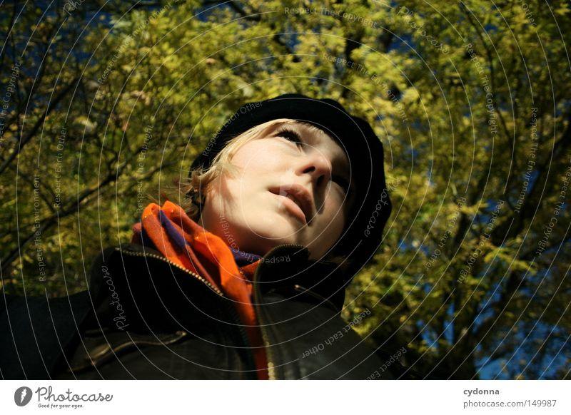 Herbstzeitlose I Frau Mensch Natur Baum Gesicht Ferien & Urlaub & Reisen Blatt gelb Leben Erholung feminin Gefühle Wärme Wind Zeit