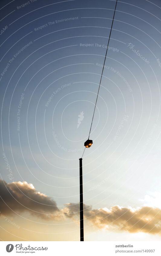 Hoffnung online Himmel Wolken Lampe Laterne Licht Beleuchtung Straßenbeleuchtung Kabel Leitung Elektrizität Hotline Dämmerung Morgen Abend Elektrisches Gerät