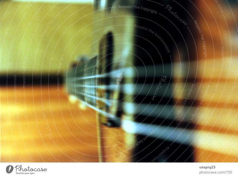 Gítarre Freizeit & Hobby Musik Gitarre Geige Spielen Saiteninstrumente stimmen Holz Stahl Farbfoto Gedeckte Farben Nahaufnahme Detailaufnahme Makroaufnahme