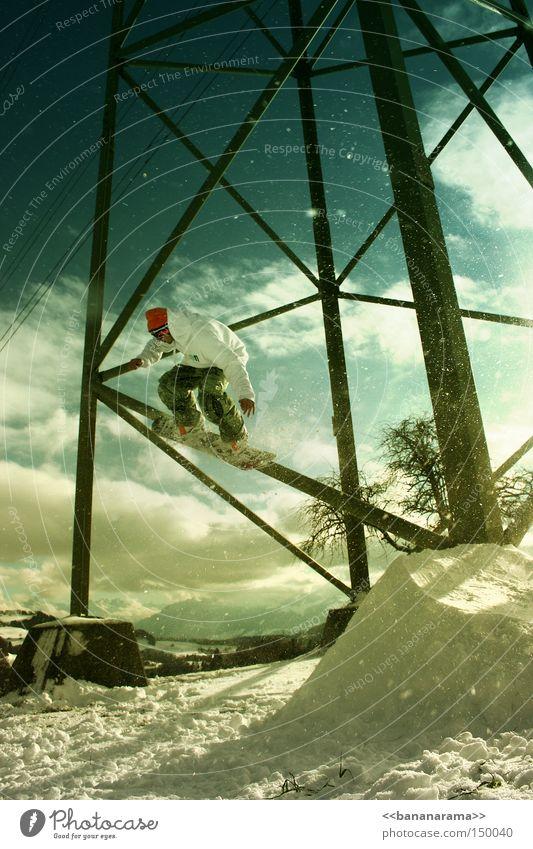 Strommasten sind zum jibben da Winter Schnee Sport springen fahren Snowboard Wintersport Freestyle Krimineller Funsport Snowboarding Sliden Extremsport Schanze