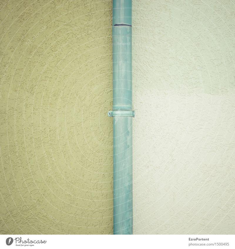knapp daneben| oder am Thema vorbei Bauwerk Gebäude Architektur Mauer Wand Fassade Dachrinne Beton Linie grau grün Design Farbe Fallrohr Röhren Putz Putzfassade