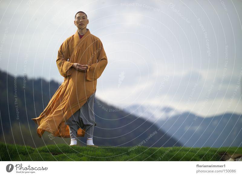 Shaolin Mönch im Wind - das Gesicht chinesische Kampfkunst Religion & Glaube Meditation Berge u. Gebirge Österreich Aussicht Natur Frieden