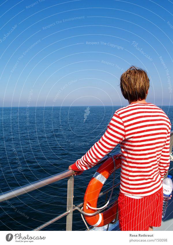 striped Sommer Meer Wasser Horizont Schifffahrt Wasserfahrzeug Linie Streifen blau rot weiß gestreift Rettungsring Reling Farbfoto Außenaufnahme
